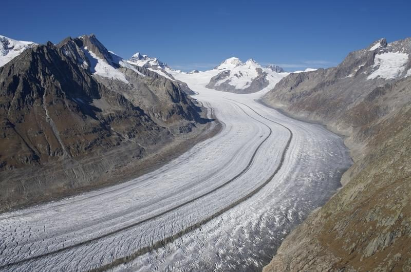 Astonishing landscapes on the Aletsch Glacier Panorama trail